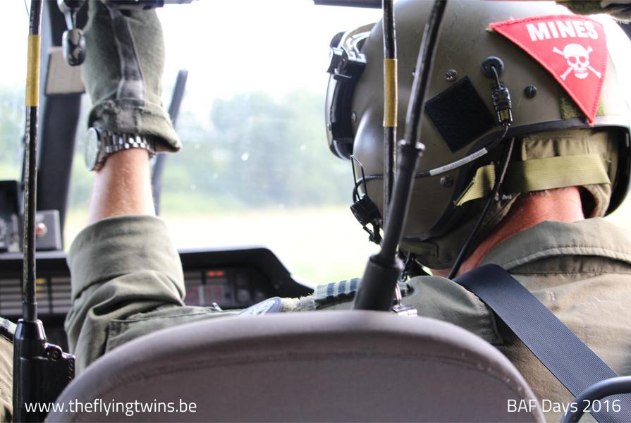 Piloot in helikopter Agusta